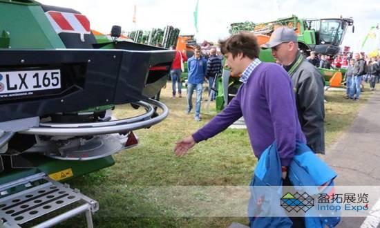 2018年波蘭農業國際展會期間的機器展示1.jpg