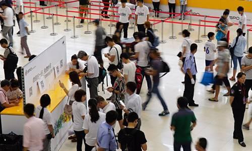 Trade fair visitors ISPO Shanghai.jpg
